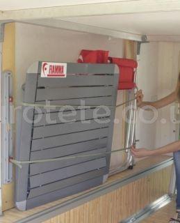 Fiamma Cargo Strap organizador con gomas elastica para el garaje de la autocaravana 1